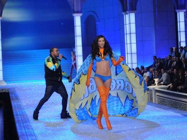 Victoria's Secret fashion show didn't boost sales, exec says - Business Insider