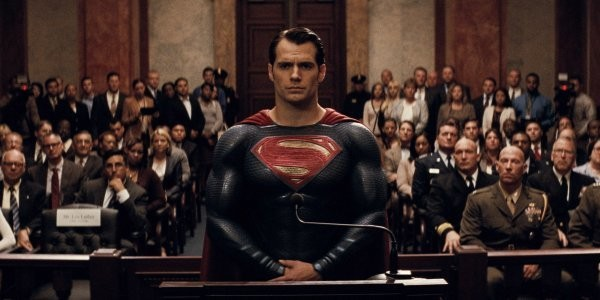 BATMAN V SUPERMAN MOVIE REVIEW - Magazine cover