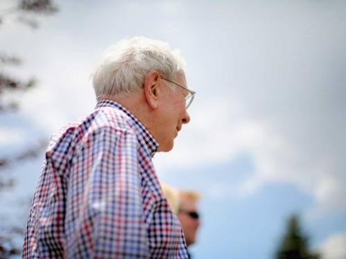 Warren Buffett thinks the 'elite' have wasted $100 billion ignoring his best investment advice