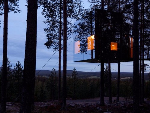 22 beautiful photos of mirror houses disappearing into their surroundings