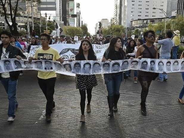 Tens Of Thousands Of Mexicans Protest In The Streets Over 43 Missing Students