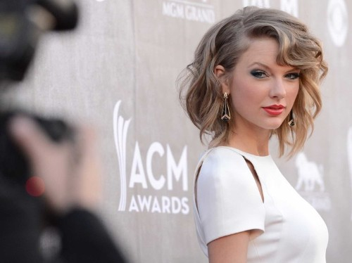 Taylor Swift Randomly Left Her Insight On Unrequited Love Under A Fan's Instagram Photo