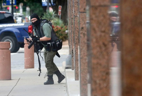 Photographer stands ground to capture rare shot of Dallas gunman