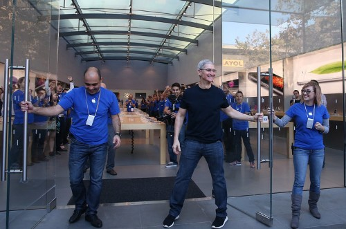 I went to an Apple store for a repair and was blown away by how disorganized it is now