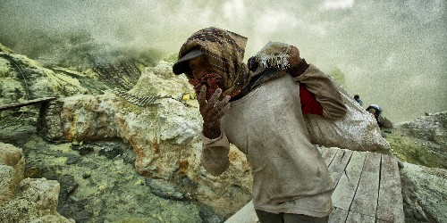Stunning photos show some of world's most extreme working conditions - Business Insider