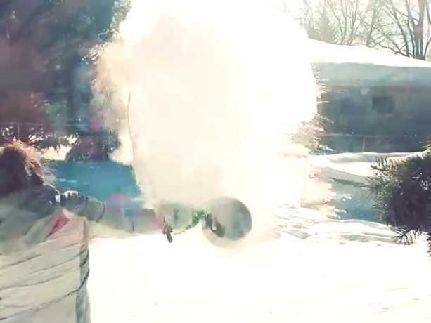 A Bunch Of People Burned Themselves Trying Out The Boiling Water-To-Snow Trick - Business Insider