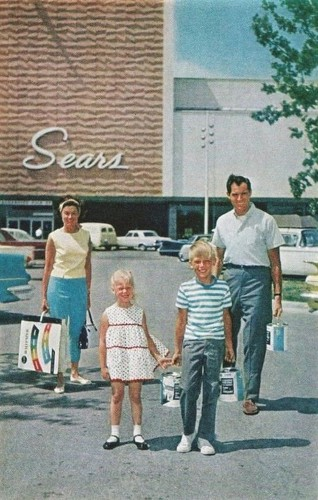 17 photos show the meteoric rise and fall of Macy's, JCPenney, and Sears