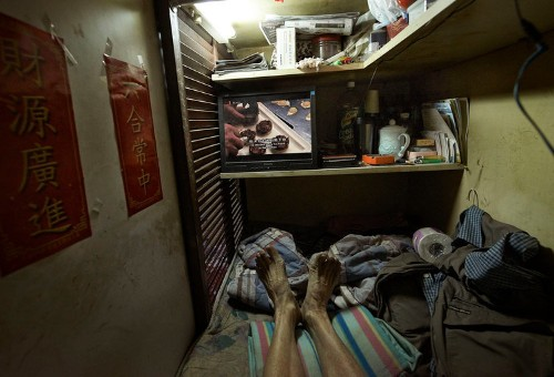 Terrifying, first-person photos show the claustrophobic conditions inside Hong Kong's 'coffin cubicles'