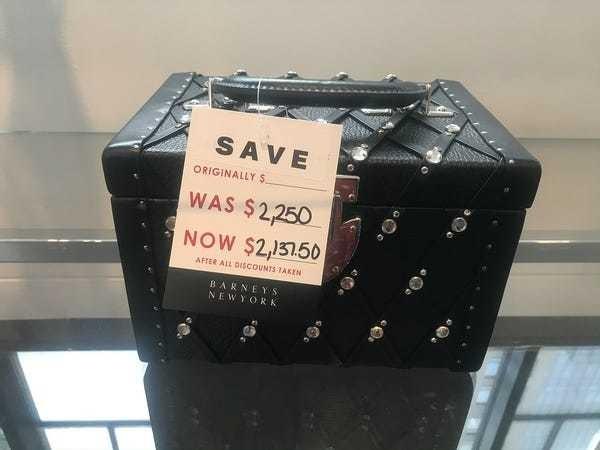 Barneys liquidation sale discounts prompt shopper complaints - Business Insider