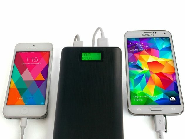 Holiday Travelers: Stay Charged With Limefuel's Giant Battery Pack [58% Off]