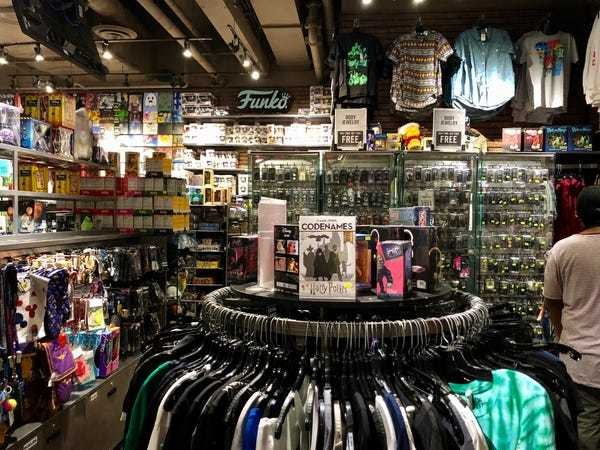 The story of Hot Topic's success, from garage store to growing chain - Business Insider