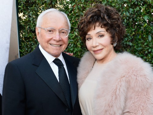 Fiji Water billionaires Stewart and Lynda Resnick just gifted $750 million to Caltech for climate change research