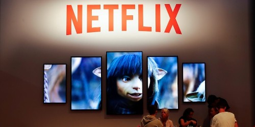 Netflix tumbles after a Bernstein analyst says the stock could fall 21% before hitting a 'theoretical floor' (NFLX)