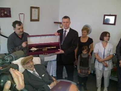 Poland Just Promoted A 112-Year-Old WWI Veteran To An Army Captain