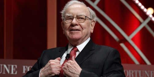 Warren Buffett is now the longest-tenured CEO in the S&P 500 following Les Wexner's exit from L Brands | Markets Insider