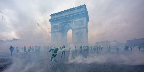 Photos show Paris streets erupting in protest and 'extreme and unprecedented violence'