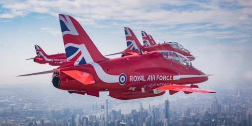 10 stunning photos of Royal Air Force Red Arrows flying past Manhattan