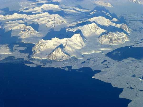The world's largest canyon may be hidden under Antarctic ice - Business Insider