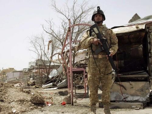 Dozens killed and 40 prisoners escape in Iraqi jailbreak