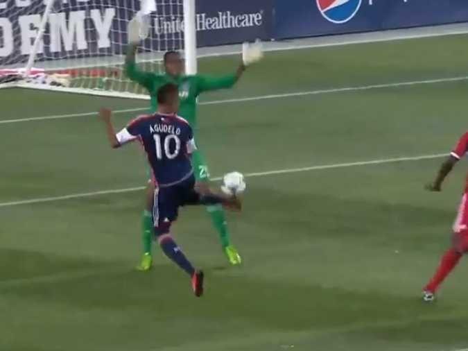 An MLS Player Scored An Incredible Backheel Rainbow Kick Goal Last Night