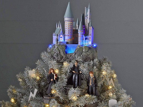 'Harry Potter' fans can now buy a Hogwarts Christmas tree topper for the holidays - Business Insider