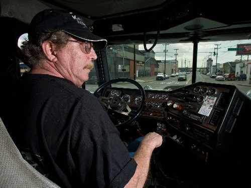 There's a stark reason why America's 1.8 million long-haul truck drivers can't strike - Business Insider