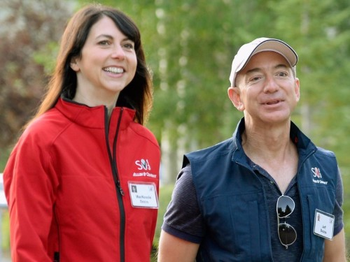 Jeff Bezos let his kids use knives and power tools from an early age — and experts say that could be a good thing