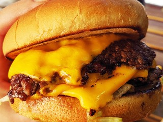 The best cheeseburger in LA sells out every weekend - Business Insider