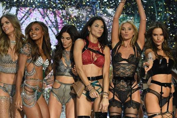 All the looks from tonight's Victoria's Secret 2016 Fashion Show - Business Insider