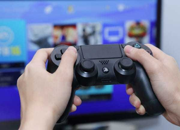 How to report someone on your PS4 in 2 different ways - Business Insider
