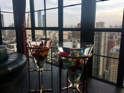 I visited NYC's highest nightclub, a 35th-floor lounge that's decked out in flowers and looks out onto the Empire State Building. Here's what it looks like.