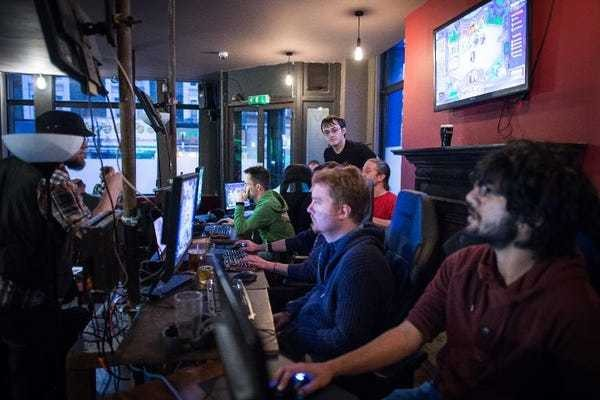 A rowdy night at London's first pub for video gamers - Business Insider