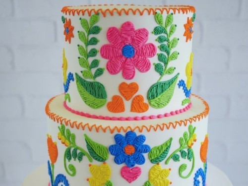 An artist makes stunning cakes that look like they're made out of embroidered fabric