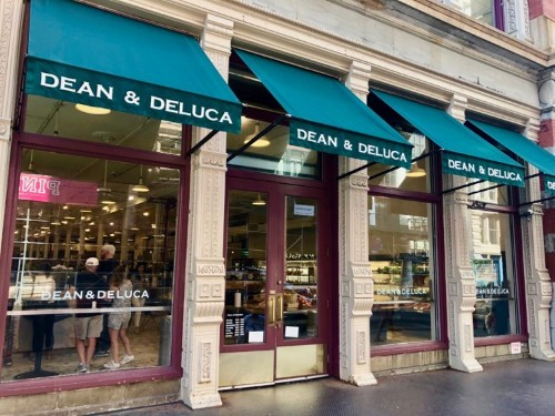 Dean & DeLuca stores closing and eerily empty in NYC