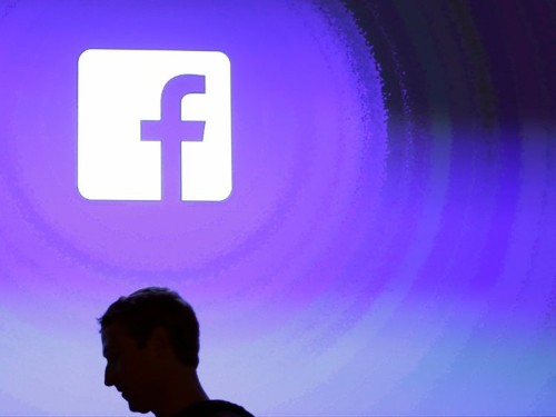 How to stop videos from automatically playing on Facebook, whether you're on desktop or mobile