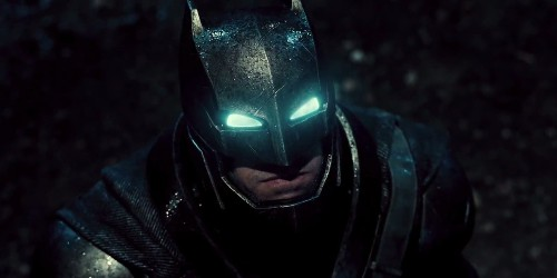 Here's the new 'Batman v Superman' trailer that just got a standing ovation at Comic-Con