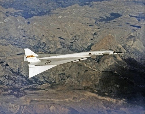 Jump inside the XB-70 Valkyrie, the largest and fastest bomber that the US ever built