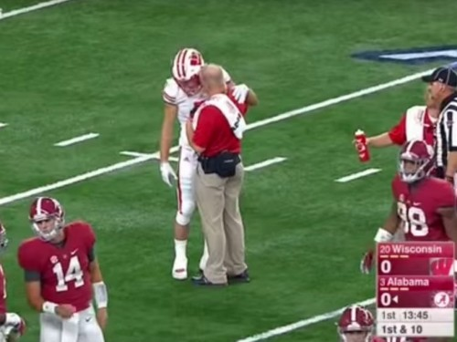 Disoriented Wisconsin player tried to line up with Alabama in scary moment after a hard hit