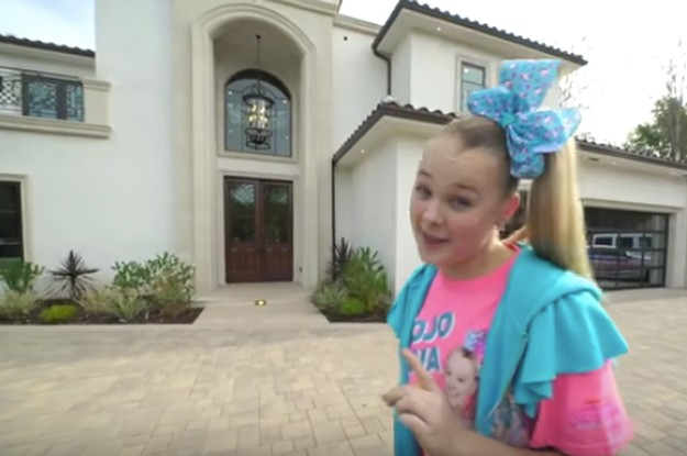 JoJo Siwa Bought A New House And While There Is Candy In Every Room, It's Classier Than I Expected