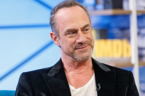Christopher Meloni Is Returning To Our Screens As Elliot Stabler And I Am Not Well
