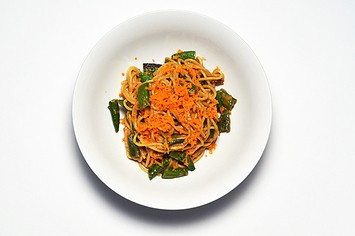 How To Make Spaghetti With Peanut Sauce And Snap Peas
