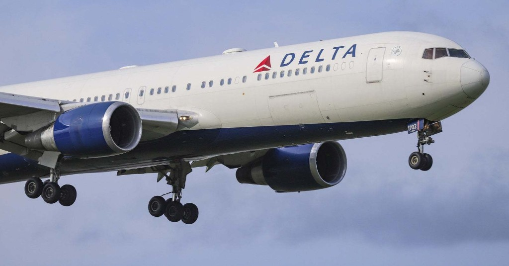 United Airlines And Delta Confirm That Their Premium Economy Screens Have Cameras