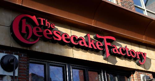 People Are Standing In Solidarity With The Cheesecake Factory After The Restaurant Said It Won't Be Paying Rent Next Month
