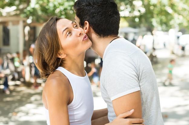 ¿Podemos dejar de tener que dar dos besos al saludar, por favor?