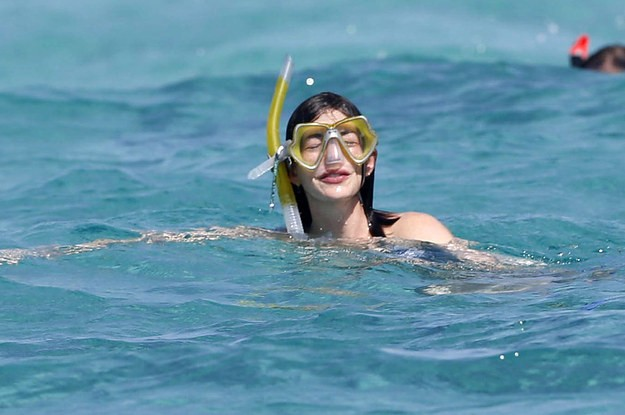 A Quick Guide On How To Vacation Exactly Like Anne Hathaway