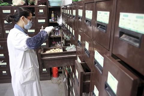 首部《中医药法》获通过 中医诊所改为备案管理