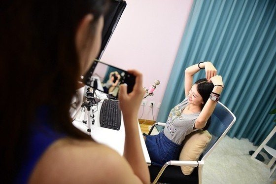 China Takes Aim at Underage Splurging on Livestreamers