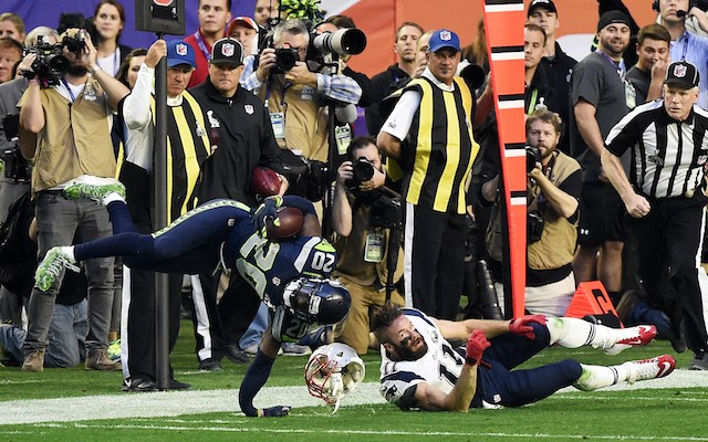 Jeremy Lane suffers gruesome arm injury in Super Bowl 49 after INT