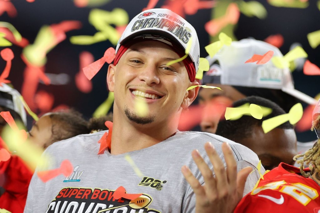 Patrick Mahomes agrees to a 10-year extension with the Chiefs worth a reported $450 million — the richest deal in sports history