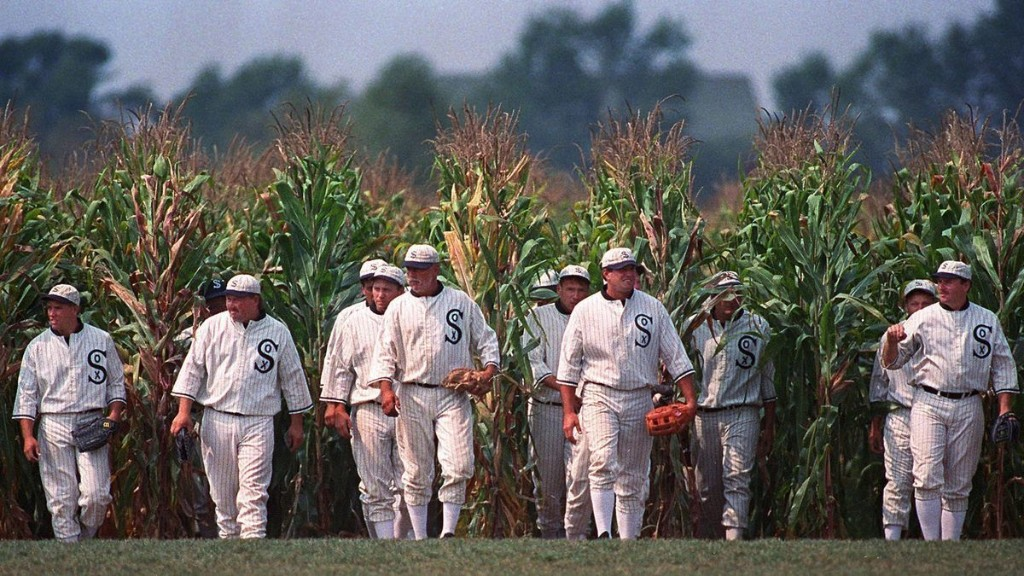 Commentary: 'Field of Dreams' came out 30 years ago Sunday and some people love it — but sorry, it is a terrible movie